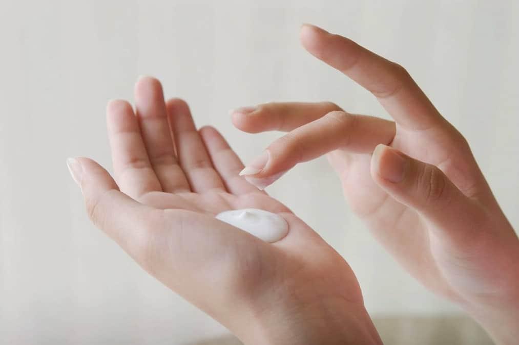 Các bước skincare buổi sáng và tối không thể thiếu dưỡng ẩm da