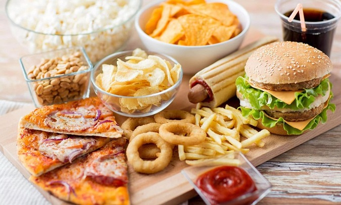 Ăn quá nhiều đồ ăn sẵn không tốt cho thận