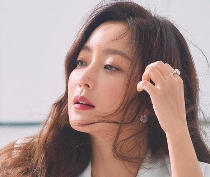 Cách dưỡng ẩm da của phụ nữ Hàn: 'Quy tắc' 3 giây sau bước rửa mặt