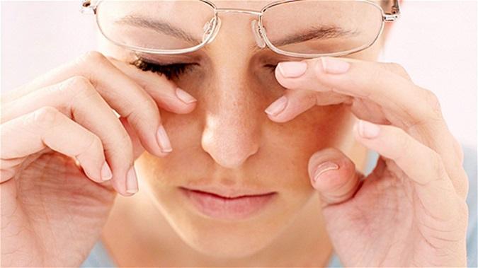 Ngứa và khô mắt có thể là dấu hiệu bệnh gan