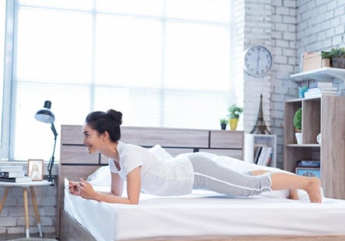 8 bài tập giảm mỡ bụng trên giường ngay khi mới thức dậy