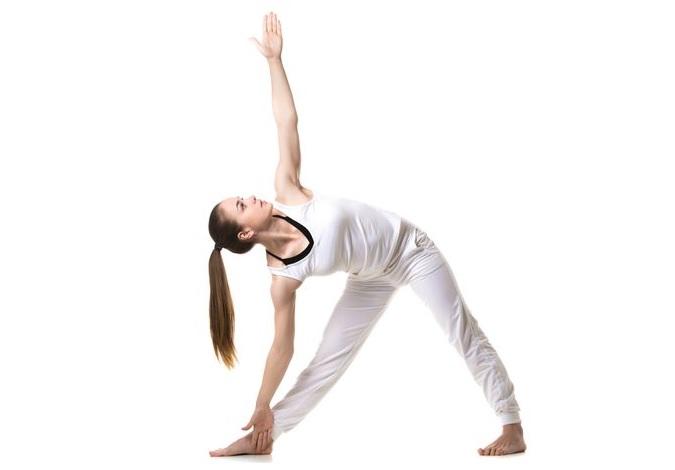 Tư thế tam giác - bài tập yoga tăng vòng 1 hiệu quả