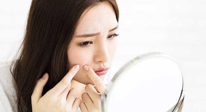 Salicylic acid là gì và có tác dụng như thế nào đối với da mụn?